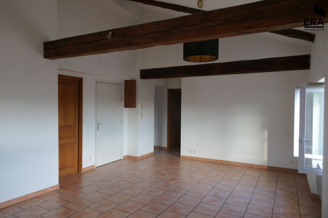 A VENDRE CAVAILLON APPARTEMENT T4 AVEC PARKING PRIVATIF